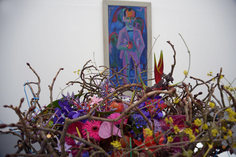 Florale Interpretation von Rolf Wyttenbach und Stefan Friedrich (Zürich) zum Werk «Bildnis Werner Neuhaus» von Hermann Scherer (um 1924 / 25), Aargauer Kunsthaus